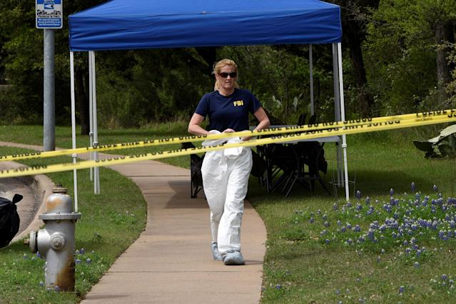 <p>An FBI agent leaves the crime scene on Republic of Texas Boulevard following an explosion in Austin, Texas, March 19, 2018. (Photo: Sergio Flores/Reuters) </p>
