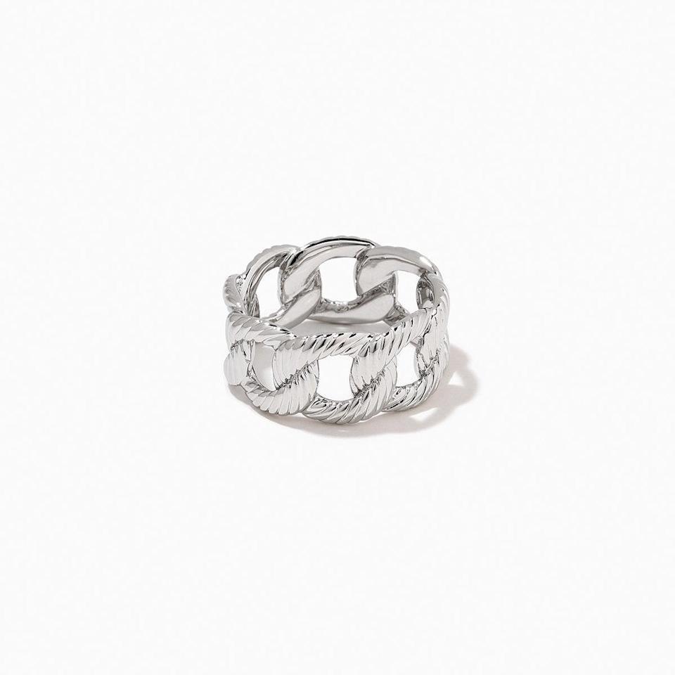 <p><span>Uncommon James Chunky Chain Ring</span> ($52)</p>