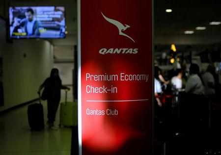 Qantas forecasts return to profit growth in 2017/18