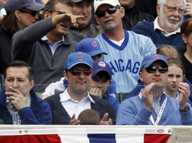 """Todd Ricketts (center) angrily suggested the <a class=""""link rapid-noclick-resp"""" href=""""/mlb/teams/chc"""" data-ylk=""""slk:Cubs"""">Cubs</a> leave Chicago in emails to his family members. (AP Photo/Nam Y. Huh)"""