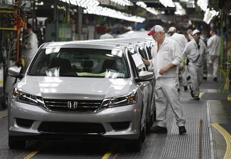 Clif Small is seen getting a 2013 Accord ready to come off the line during a tour of the Honda automobile plant in Marysville, Ohio October 11, 2012. REUTERS/Paul Vernon