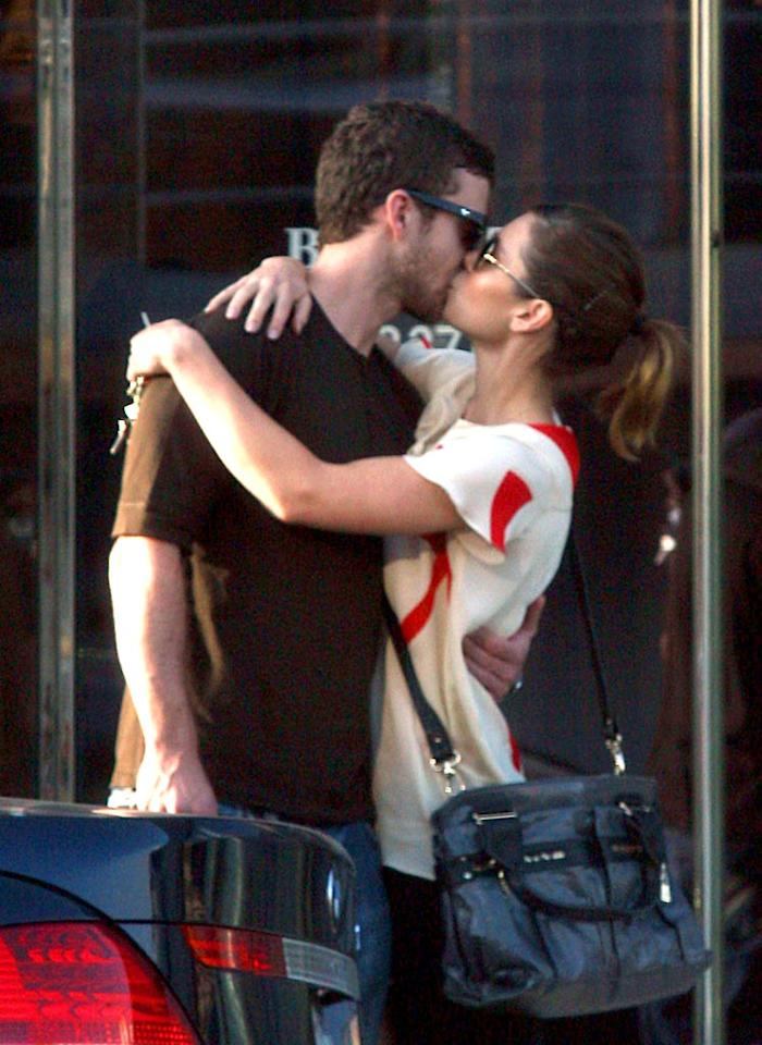 "Justin Timberlake locks lips with girlfriend Jessica Biel. They're bringing sexy back! <a href=""http://www.infdaily.com"" target=""new"">INFDaily.com</a> - August 28, 2008"