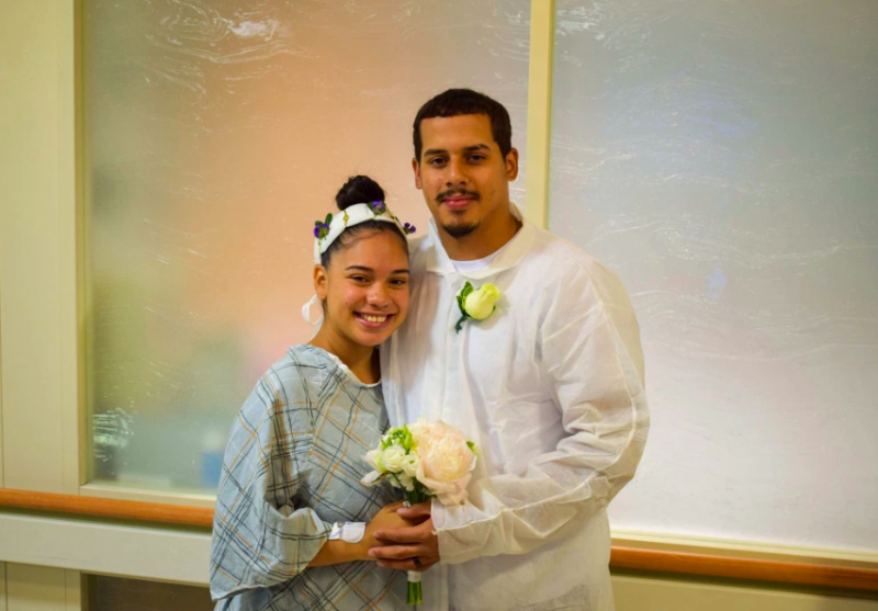 Shantel and Jamison Espaillat were all smiles as they wed in their hospital attire at Manhattan' Mount Sianai. (Photo: Tom Denaro/The New York Post)