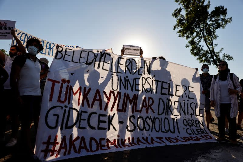 Turkish students protest in Istanbul