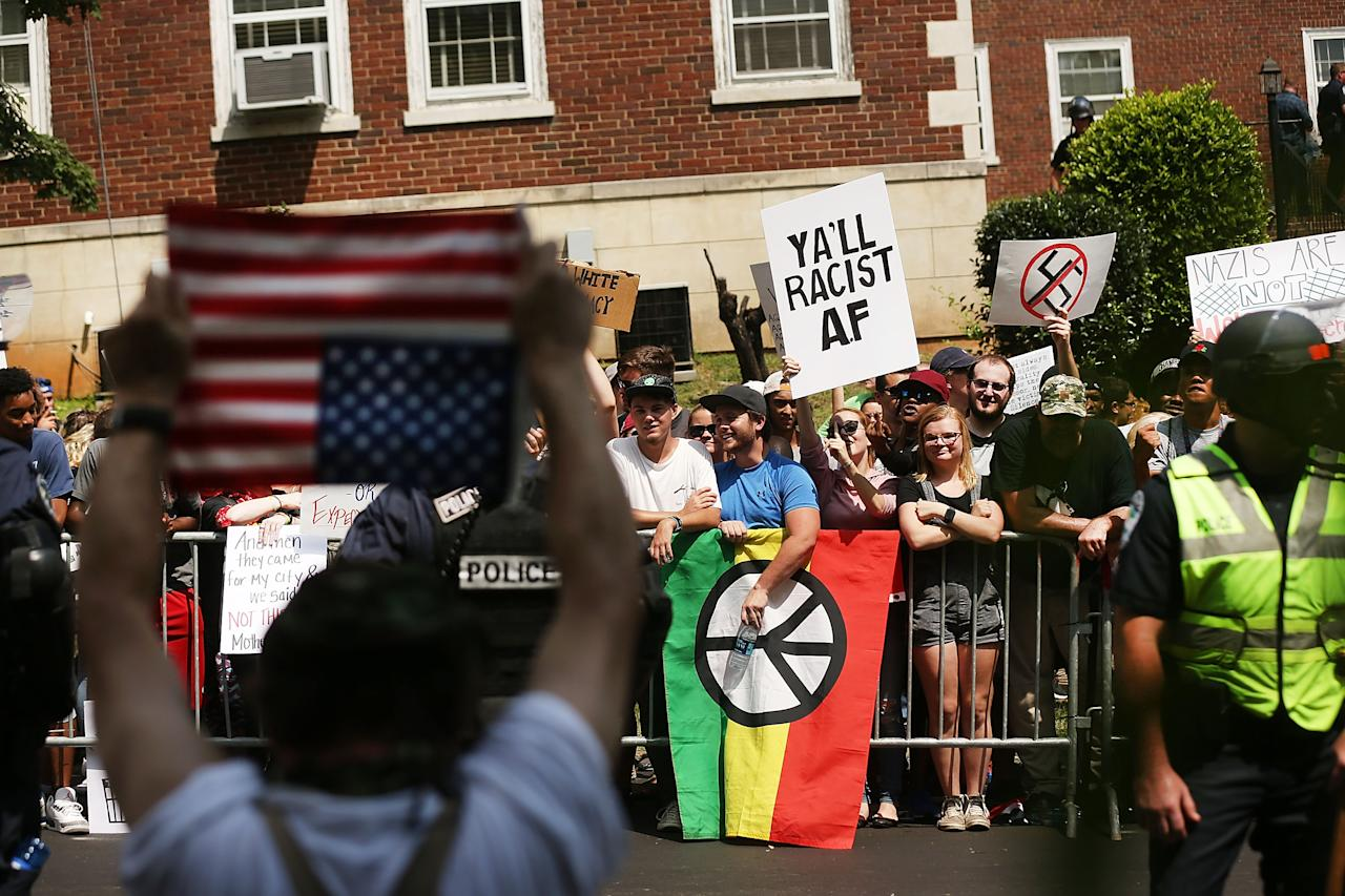 <p>Supporters for and against a Fort Sanders Confederate memorial monument face off in on Aug. 26, 2017 in Knoxville, Tenn. (Photo: Spencer Platt/Getty Images) </p>