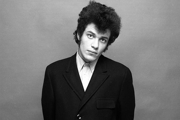 Mike Bloomfield Jams on 'Glamour Girl' in New York - Song Premiere