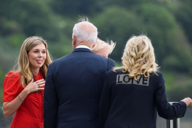 The two leaders and their wives admired the view near the luxury hotel