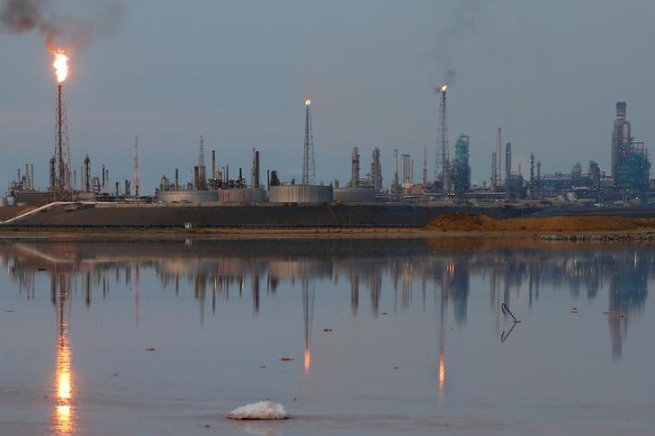 Hasil gambar untuk IEA Sees 'Explosive' Growth in U.S. Oil Output as Prices Rally