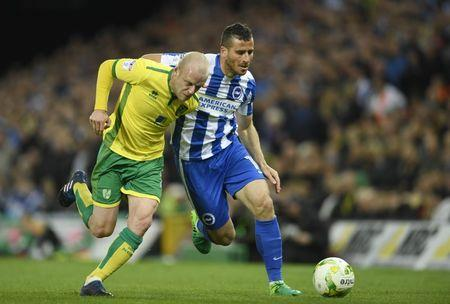 Britain Football Soccer - Norwich City v Brighton & Hove Albion - Sky Bet Championship - Carrow Road - 21/4/17 Norwich's Steven Naismith in action with Brighton's Tomer Hemed Mandatory Credit: Action Images / Tony O'Brien