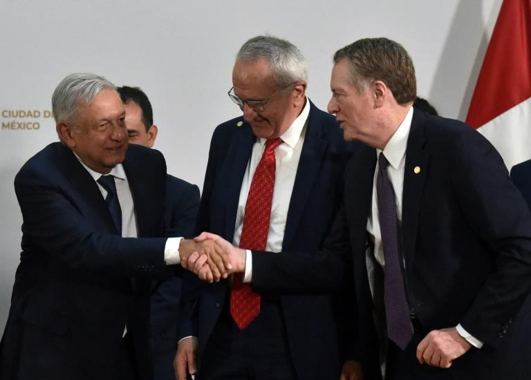 Mexican President Andres Manuel Lopez Obrador (L) shakes hands with US Trade Representative Robert Lighthizer as Mexico's Jesus Seade looks on at the trade pact signing on December 10, 2019 in Mexico City; labor monitoring later became an issue