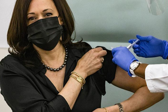 Registered Nurse Patricia Cummings administers the Moderna COVID-19 vaccine to Vice President-elect Kamala Harris at the United Medical Center on December 29, 2020 in Washington, DC. (Photo by Samuel Corum/Getty Images)