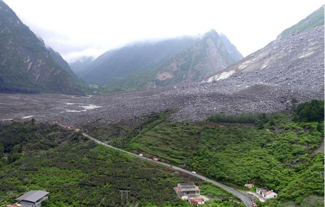 <p>Vehicles and people line a road leading to the site of a landslide in Xinmo village in Maoxian County in southwestern China's Sichuan Province, Saturday, June 24, 2017. (Photo: He Qinghai/Xinhua via AP) </p>