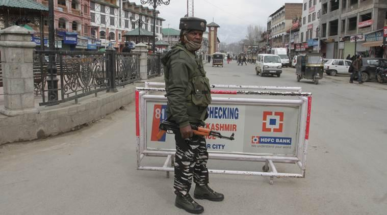 Centre rushes 100 companies of paramilitary forces to Kashmir