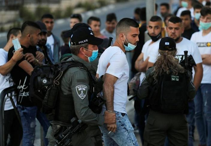 Israeli security forces detains a Palestinian protester during a demonstration at the Damascus Gate of the old city of Jerusalem condemning the shooting of Iyad Hallak (AFP Photo/AHMAD GHARABLI)