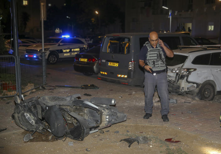 <p>Israeli security stands at the site where a missile from Gaza Strip hit in the town of Sderot, Wednesday, Aug. 7, 2018. Sirens wailed in southern Israel warning of incoming projectiles from Gaza and Israeli media reported two people were lightly injured from shrapnel in the border town of Sderot. (Photo: Yehuda Peretz/AP) </p>