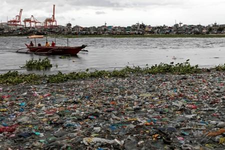 Boat prepares to dock on the garbage-filled shore of Baseco Beach in Tondo