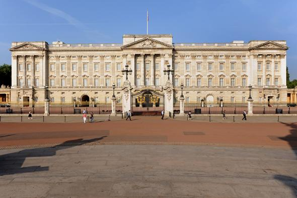 AIR AROUND Buckingham Palace is most polluted in britain