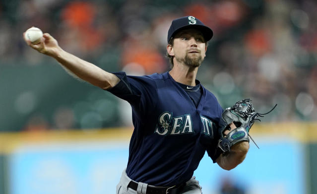 Seattle Mariners starting pitcher Mike Leake throws against the Houston Astros during the first inning of a baseball game Tuesday, Sept. 18, 2018, in Houston. (AP Photo/David J. Phillip)