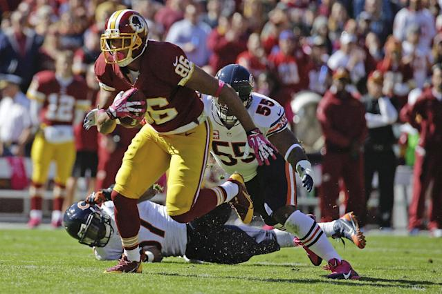 Washington Redskins tight end Jordan Reed pulls away from Chicago Bears outside linebacker Lance Briggs (55) and inside linebacker Jon Bostic (57) during the first half of a NFL football game in Landover, Md., Sunday, Oct. 20, 2013. (AP Photo/Alex Brandon)
