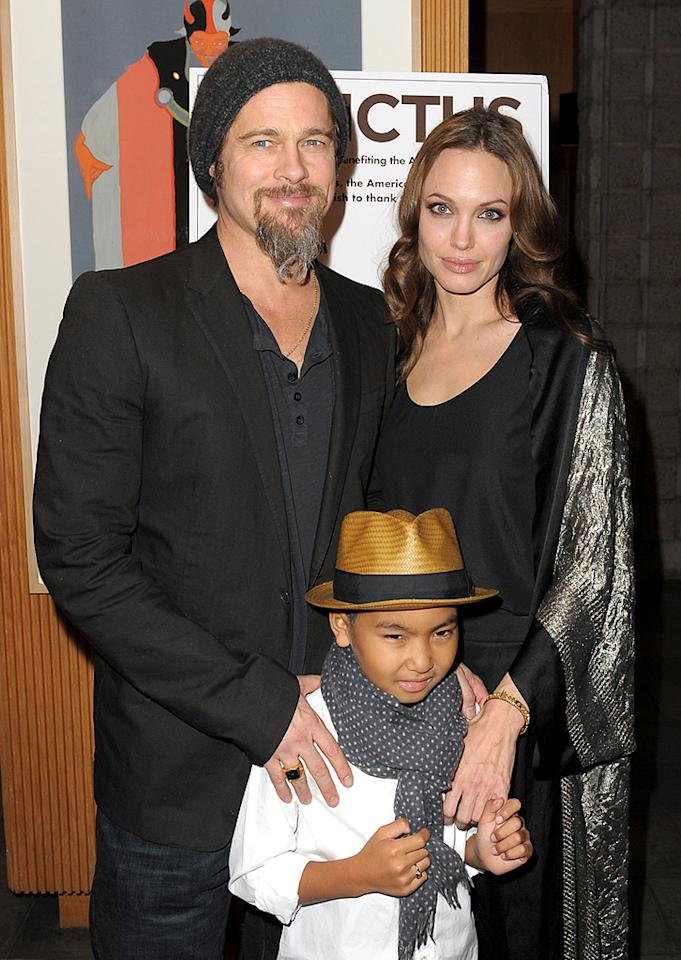 "<a href=""http://movies.yahoo.com/movie/contributor/1800018965"">Brad Pitt</a>, <a href=""http://movies.yahoo.com/movie/contributor/1800019275"">Angelina Jolie</a> and son Maddox at the Los Angeles premiere of <a href=""http://movies.yahoo.com/movie/1810073710/info"">Invictus</a> - 12/03/2009"