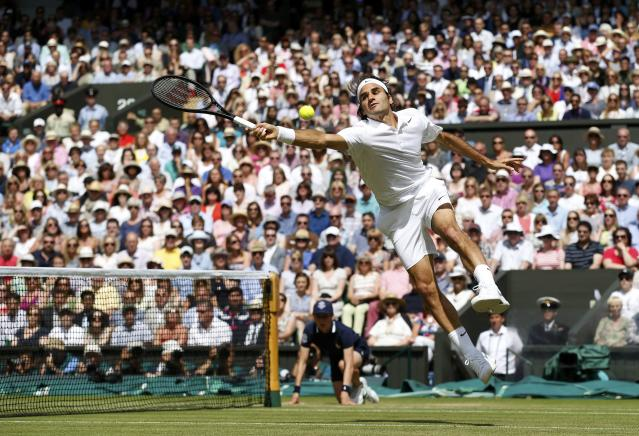 Roger Federer of Switzerland reaches to hit a return during his men's singles final tennis match against Novak Djokovic of Serbia at the Wimbledon Tennis Championships, in London July 6, 2014. REUTERS/SangTan/Pool (BRITAIN - Tags: SPORT TENNIS)