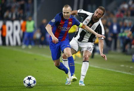 Football Soccer - Juventus v FC Barcelona - UEFA Champions League Quarter Final First Leg - Juventus Stadium, Turin, Italy - 11/4/17 Barcelona's Andres Iniesta in action with Juventus' Gonzalo Higuain Reuters / Stefano Rellandini Livepic