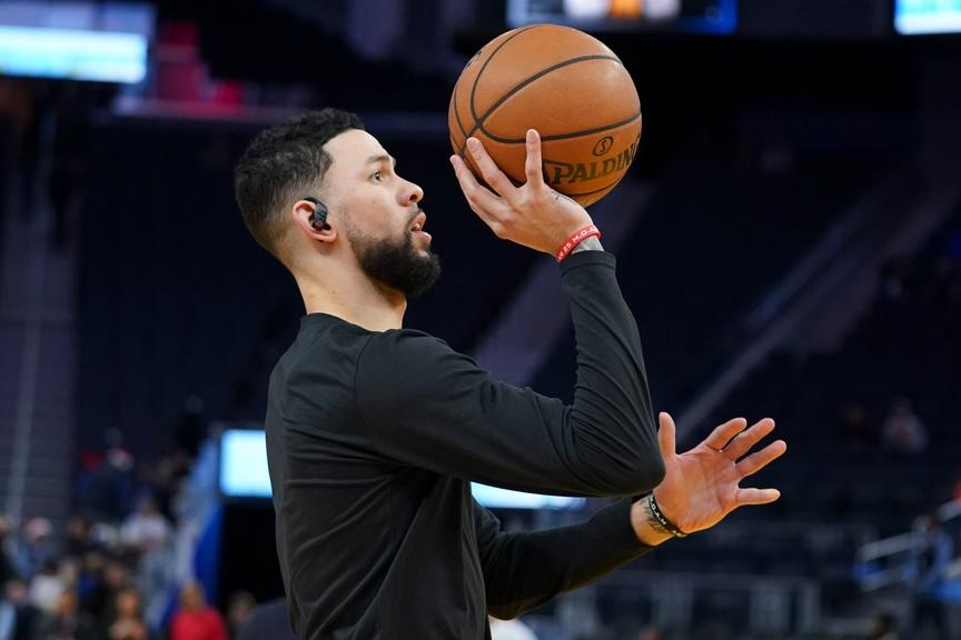 Austin Rivers warms up during shootaround before Rockets game