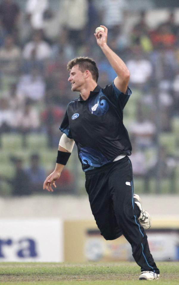 New Zealand's Corey Anderson celebrates after he dismissed Bangladesh's Mahmudullah successfully during their second one-day international (ODI) cricket match in Dhaka October 31, 2013. REUTERS/Andrew Biraj (BANGLADESH - Tags: SPORT CRICKET)