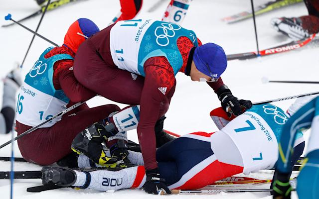 Norway's Simen Krüger (No. 7) falls and breaks pole in pileup, before rallying to win gold medal in skiathlon. (Reuters)
