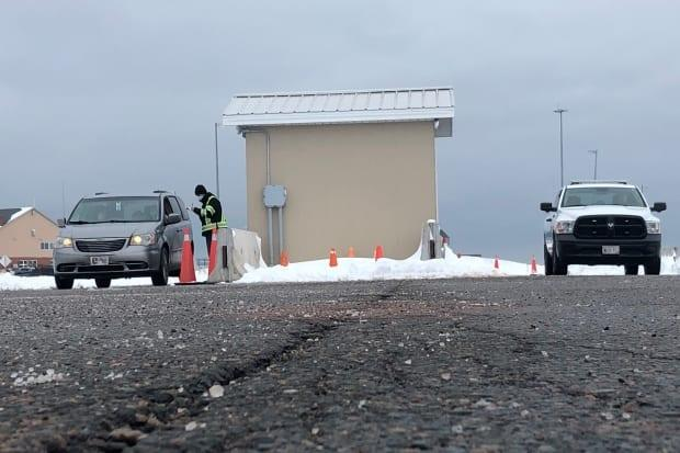 Officials at the Confederation Bridge checkpoint will be continuing to advise Islanders that they must self-Isolate when returning to P.E.I.