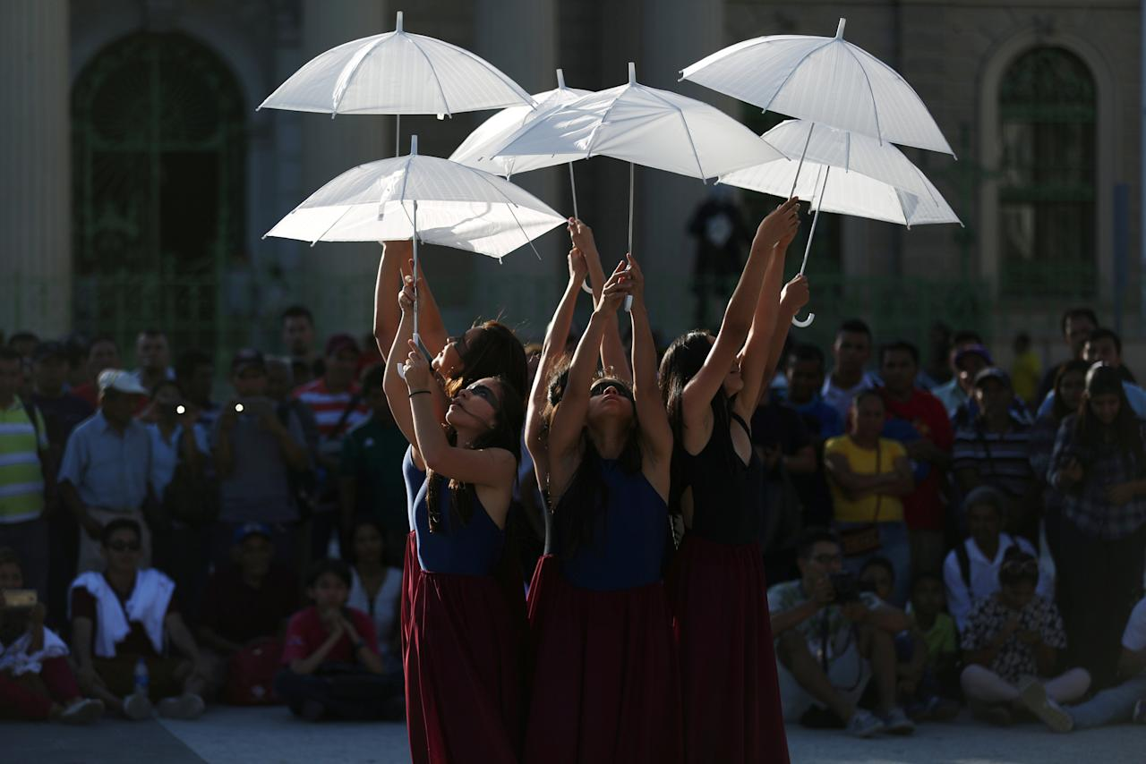 Dancers of the Humanum Tempore perform during Nomada fest performing arts festival in downtown San Salvador, El Salvador, February 22, 2018. REUTERS/Jose Cabezas     TPX IMAGES OF THE DAY