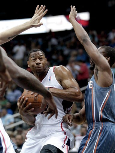 Atlanta Hawks' Willie Green, left, is defended by Charlotte Bobcats' Kemba Walker, in the second quarter of an NBA basketball game on Wednesday, April 4, 2012, in Atlanta. (AP Photo/David Goldman)
