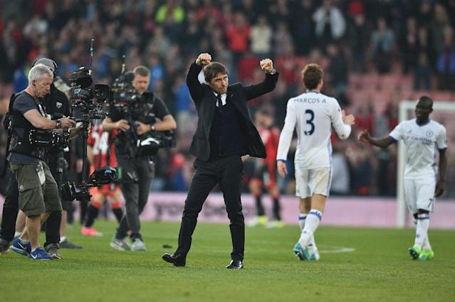 Chelsea's Italian head coach Antonio Conte celebrates at the end of the English Premier League football match between Bournemouth and Chelsea at the Vitality Stadium in Bournemouth, southern England on April 8, 2017 (AFP Photo/Glyn KIRK )