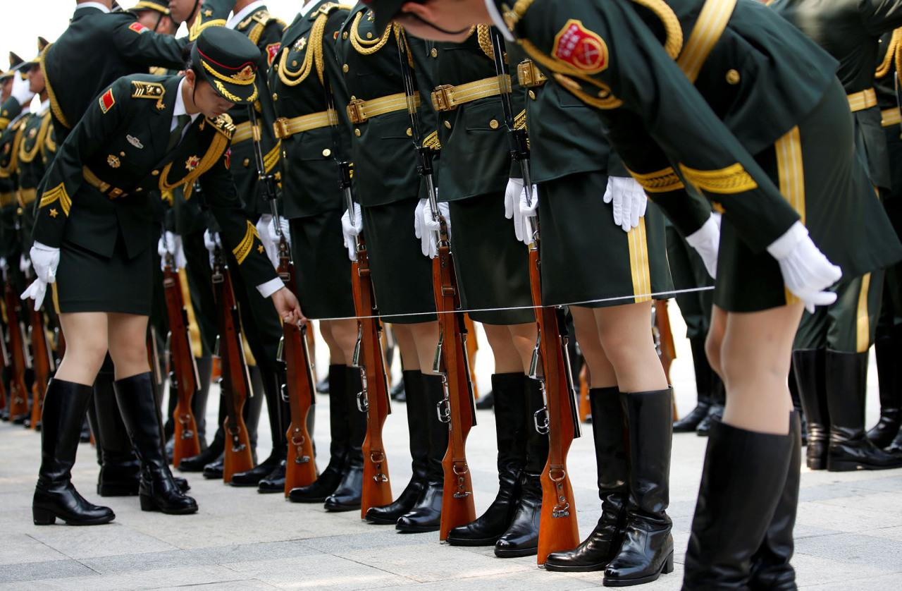 <p>Female members of the Chinese People's Liberation Army (PLA) honour guard stand behind a string to ensure that they are in a straight line before a welcoming ceremony for Russian President Vladimir Putin outside the Great Hall of the People in Beijing, China, June 25, 2016. (Photo: Kim Kyung-Hoon/REUTERS) </p>