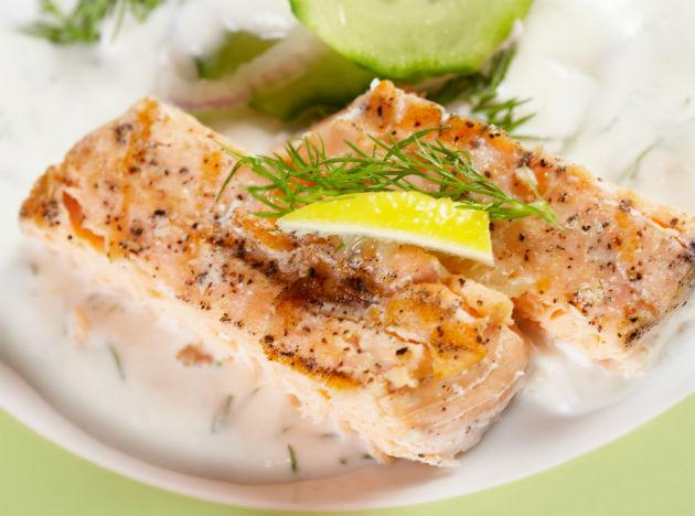 <b>Salmon:</b> Your heart will love you for the fresh salmon you have and so will your taste buds. Fish contains omega-3 fatty acids. This will help your blood from clotting. It is suggested that you should eat fish (sea food) atleast twice a week for a healthy heart. Opt for grilled fish and avoid spicy seasoning. You can also add a dash of lime to it for an excellent flavour and add it to your green salad.
