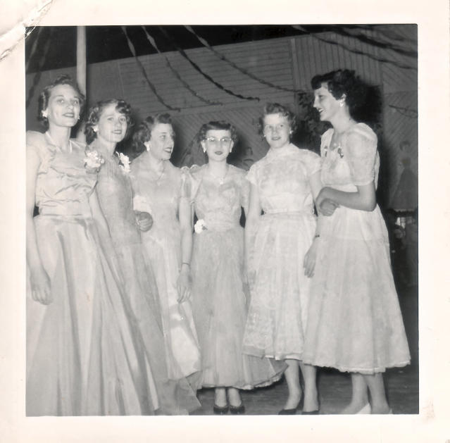 1954: Prom in Cloyne, Canada (Photo: Wikicommons)