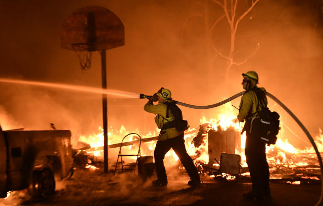 <p>Firefighters battle a santa ana wind-driven brush fire called the Thomas fire that exploded to 31,00 acres with zero percent containment overnight Monday into early Tuesday morning, according to Ventura County fire officials in Santa Paula, Calif., on Dec. 4, 2017. (Photo: Gene Blevins via ZUMA Wire) </p>