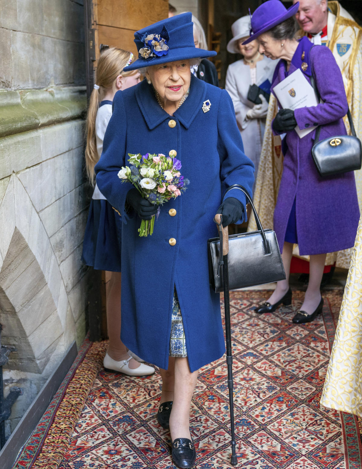 , Queen Elizabeth II uses cane to walk into Westminster Abbey, The Evepost National News
