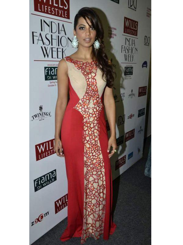 <p><strong>Image courtesy : iDiva.com</strong></p><p><strong>Mugdha Godse: <br /></strong>Mugdha wore for a red and beige gown and big earrings. She could've opted for minimal jewellery, don't you think?</p><p><strong>Related Articles - </strong></p><p><a href='http://idiva.com/photogallery-entertainment/celeb-spotting-at-lfw-summer-resort-2013/20375' target='_blank'>Celeb Spotting: At LFW Summer Resort 2013</a></p><p><a href='http://idiva.com/photogallery-entertainment/celeb-spotting-at-the-special-screening-of-ship-of-theseus/22931' target='_blank'>Celeb Spotting: At the Special Screening of Ship Of Theseus</a></p>