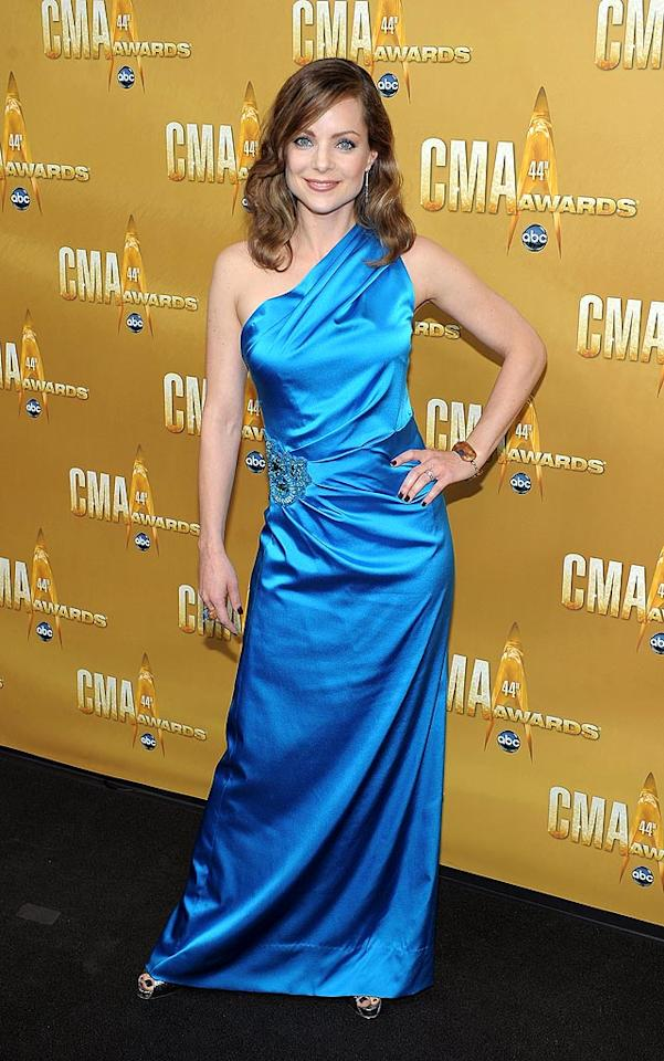 "Brad Paisley's main squeeze, actress Kimberly Williams-Paisley, proudly popped a pose in a satin turquoise prom bomb, which -- we must admit -- perfectly matched her beautiful blue eyes. Michael Loccisano/<a href=""http://www.wireimage.com"" target=""new"">WireImage.com</a> - November 10, 2010"