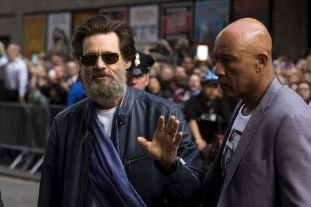 "Comedian Jim Carrey arrives at the Ed Sullivan Theater in Manhattan to take part in the taping of the final edition of ""The Late Show"" with David Letterman in New York May 20, 2015.  REUTERS/Lucas Jackson"