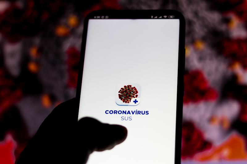 BRAZIL - 2020/03/20: In this photo illustration the coronavirus (Covid-19) application of SUS (Unified Health System of Brazil) displayed on a smartphone. (Photo Illustration by Rafael Henrique/SOPA Images/LightRocket via Getty Images)