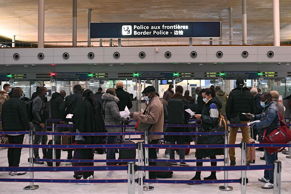 Queue at Charles-de-Gaulle international airport (AFP via Getty Images)