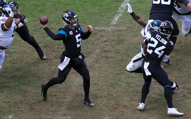 Blake Bortles got a gift late in the game against the Eagles in the form of a personal foul penalty. However the Jaguars couldn't cash in for a TD. (Getty Images)