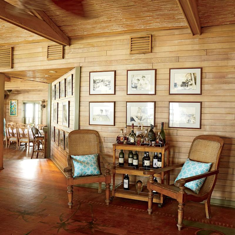 Island style and a bar to match in the dining room | Photo: Thayer Allyson Gowdy