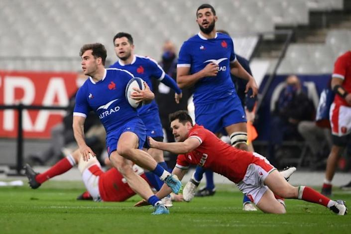 France can claim the championship title on Friday should they seal a bonus-point victory over Scotland with a winning points margin of at least 21