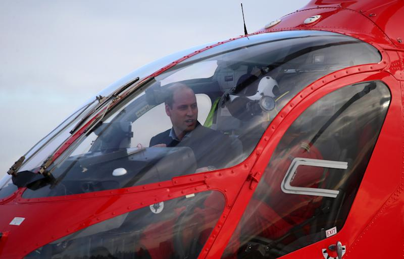 Britain's Prince William, Duke of Cambridge (L), arrives in a red London Air Ambulance at the Royal London Hospital in east London on January 9, 2019. - The Duke of Cambridge visited London's Air Ambulance to recognise the work that the organisation's first responders carry out delivering life-saving treatment across London. (Photo by Ian Vogler / POOL / AFP) (Photo credit should read IAN VOGLER/AFP via Getty Images)