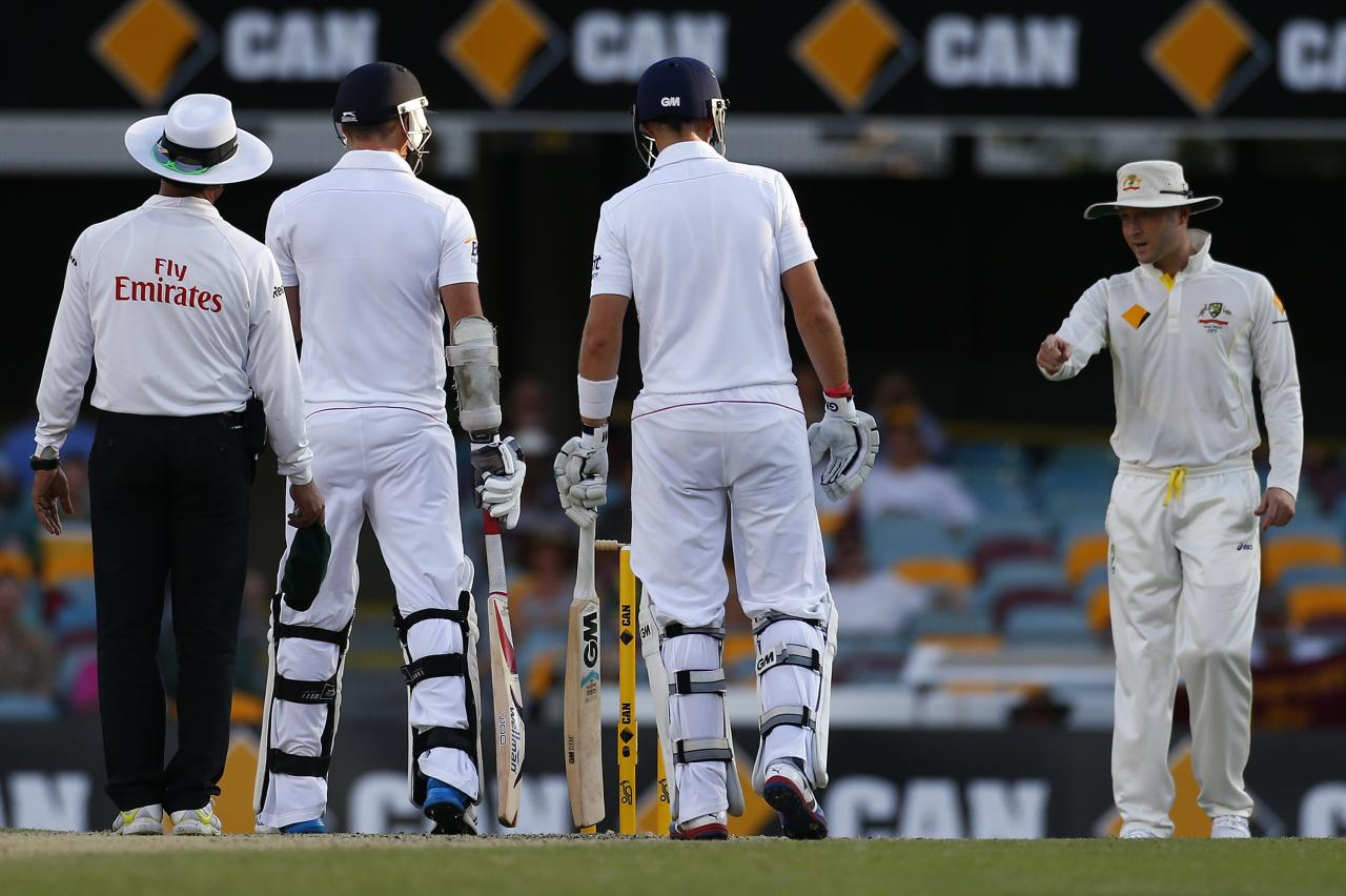"Australia's captain Michael Clarke (R) talks to England's James Anderson (2nd L) as batsman Joe Root (2nd R) and umpire Aleem Dar look on during the fourth day of the first Ashes cricket test match in Brisbane November 24, 2013. Australia captain Michael Clarke has been fined 20 percent match fee for using offensive language against England paceman James Anderson during the first ashes test at the Gabba, the International Cricket Council (ICC) said on Monday. Clarke was found guilty of breaching the ICC Code of Conduct relating to ""using language or a gesture that is obscene, offensive or insulting during an international match"", the governing body said in a statement. Picture taken November 24, 2013. REUTERS/David Gray (AUSTRALIA - Tags: SPORT CRICKET)"