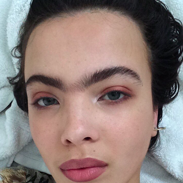 Who says two eyebrows are better than one? [Photo: Instagram/scarlettcostello]