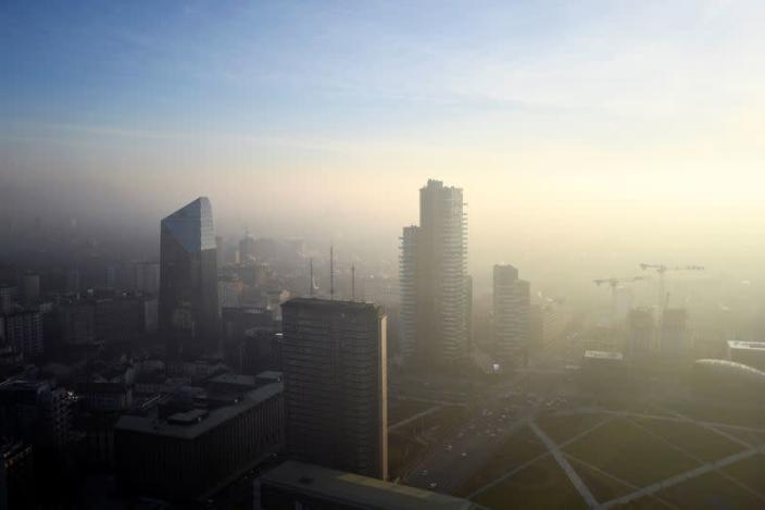 Fog and smog in Milan